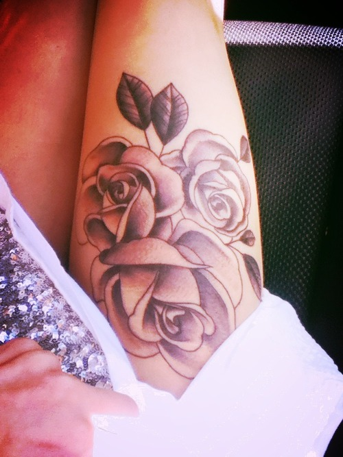 Beautiful Roses Tattoos On Right Thigh