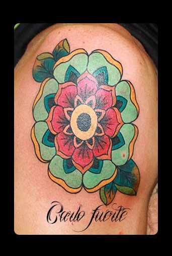 Beautiful Traditional Tattoo For Shoulder