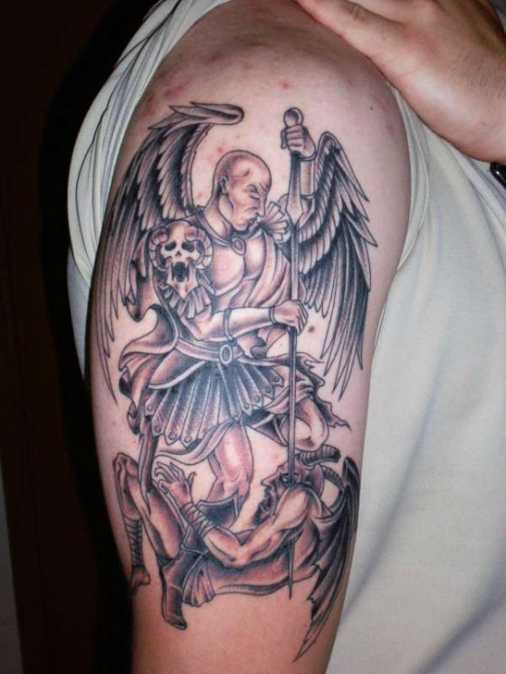 Big Angel Wings With Nautical Star Tattoo On Back