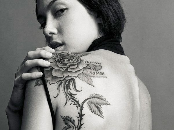 Camera With Red Flowers Tattoo On Thigh