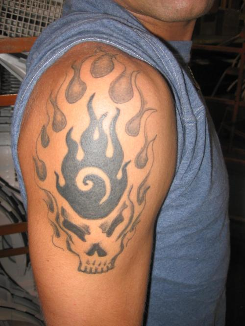 Fabulous Grey Ink Skull Tattoo On Shoulder