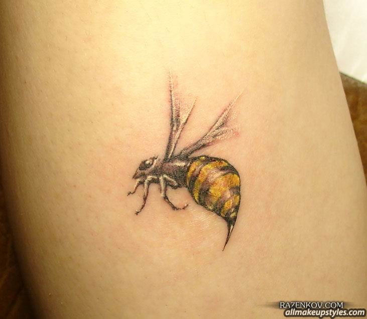 Flying Bee Tattoo Picture
