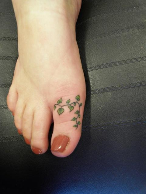 Green Vine Toe Tattoo For Girls