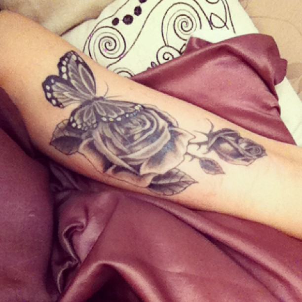 Grey Ink Skull And Roses Tattoos On Biceps