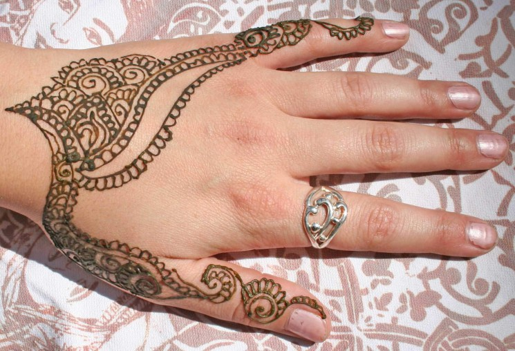 Henna Finger Tattoo Design