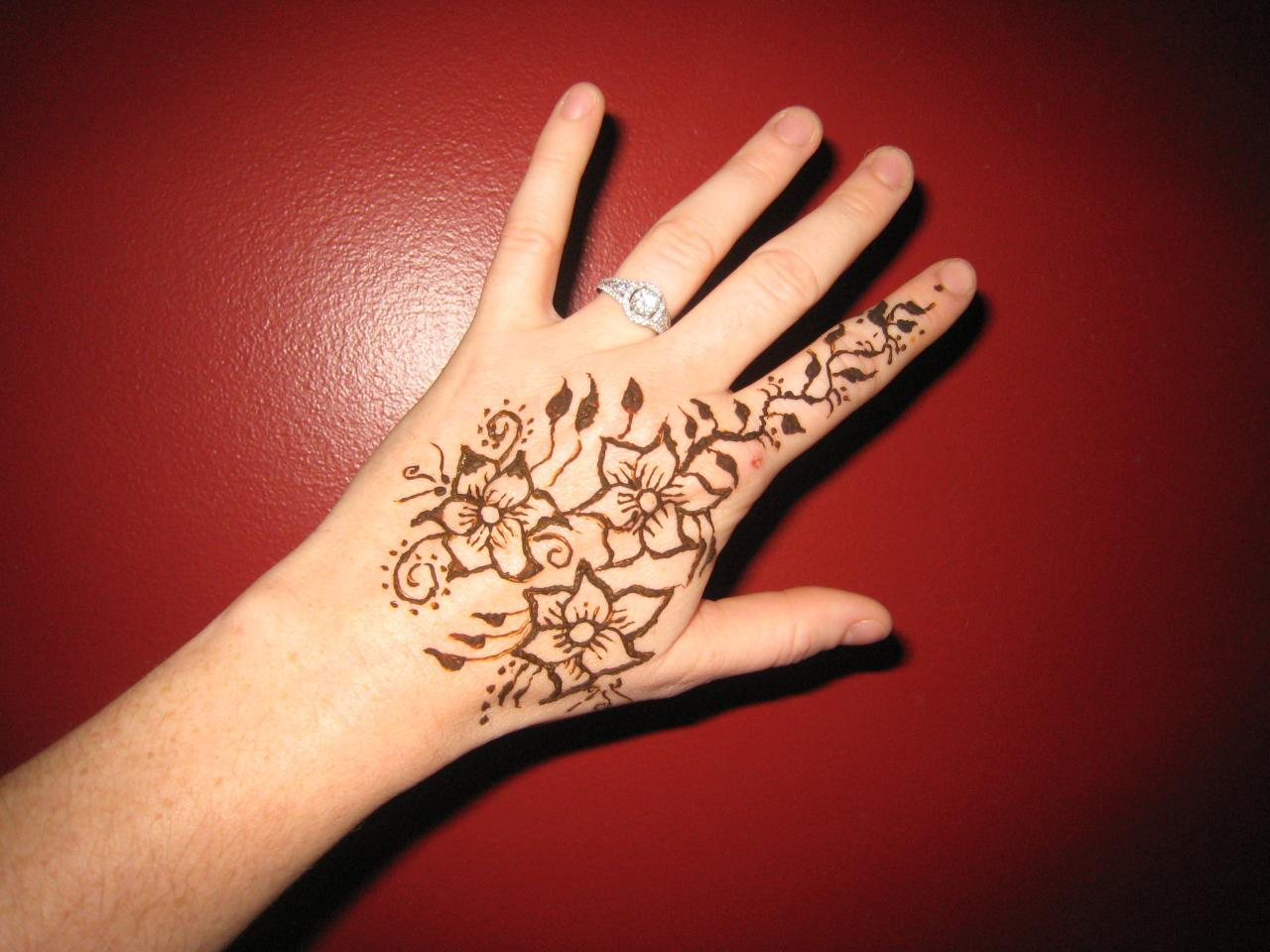 Mehndi Tattoo Designs For Legs : Henna tattoo designs for legs in real photo pictures
