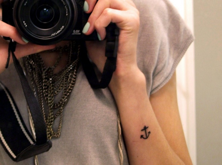 Kate Moss Cute Anchor Tattoo