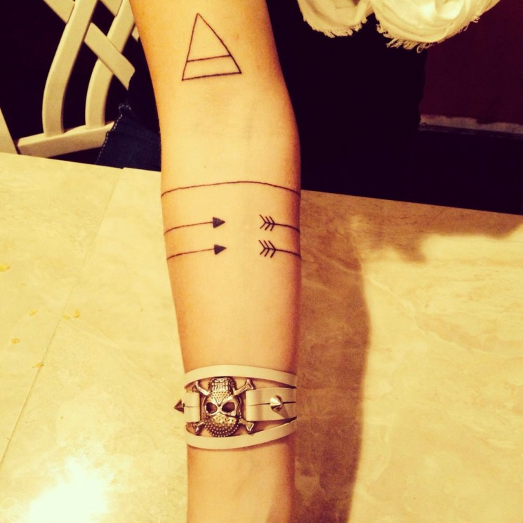 Lovely Bracelet And Arrow Tattoo