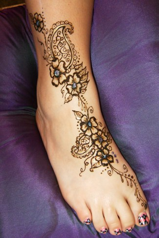 Lovely Henna Indian Tattoos On Hands