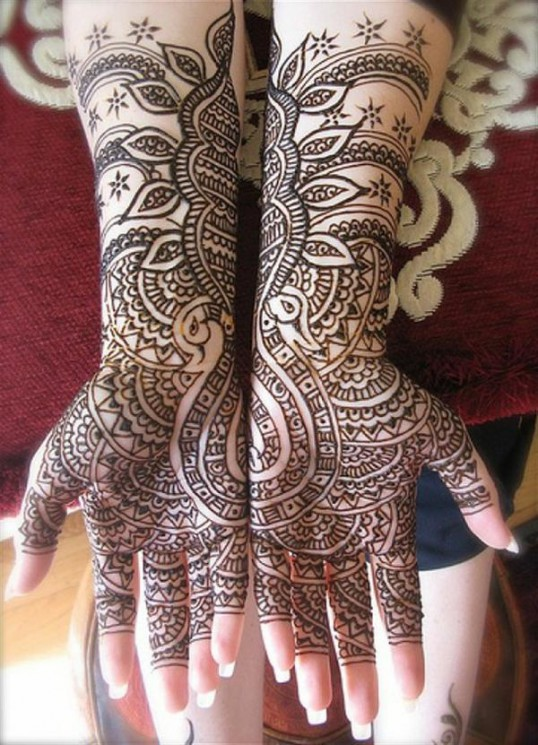 Lovely Henna Wrist Tattoo For Girls