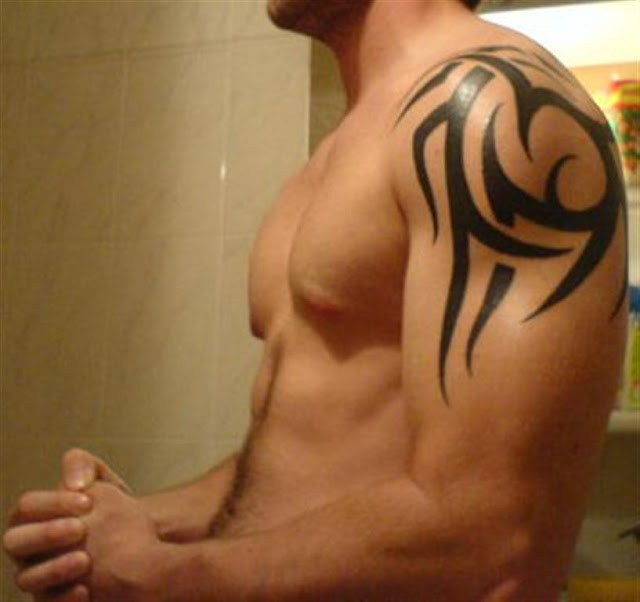 New Tribal Tattoo On Right Shoulder For Guys
