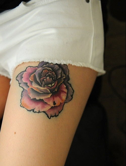 Pretty Red Flowers Tattoos On Thigh