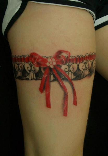 Realistic Garter Ribbon Thigh Tattoo For Girls