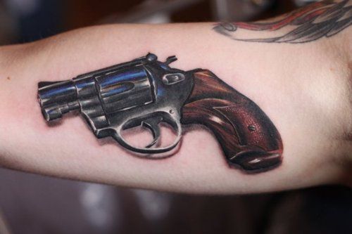 Star Of Gun Tattoo On Right Muscles