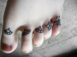 UFO Toes Tattoos For Girls
