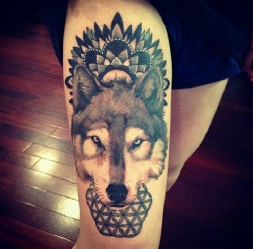 Wolf Head Tattoo On Right Thigh