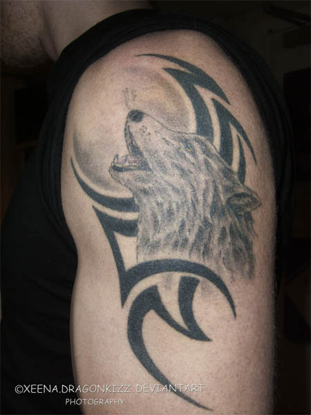Wolf Howling Tattoo On Biceps