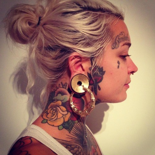 A Red Rose Neck Tattoo For Girls photo - 2
