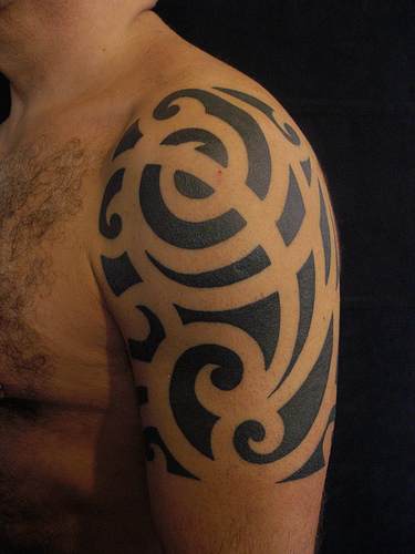 Black Ink Tribal Tattoo On Head photo - 1