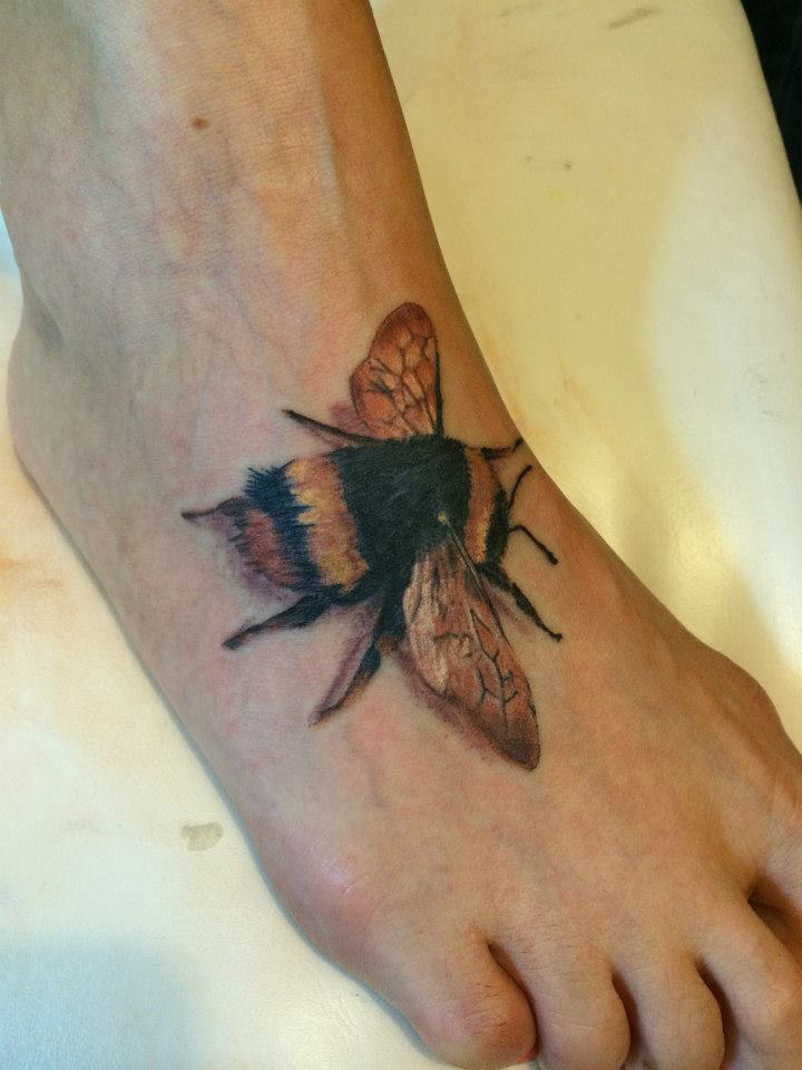Bumblebee Back Tattoo For Girls photo - 1