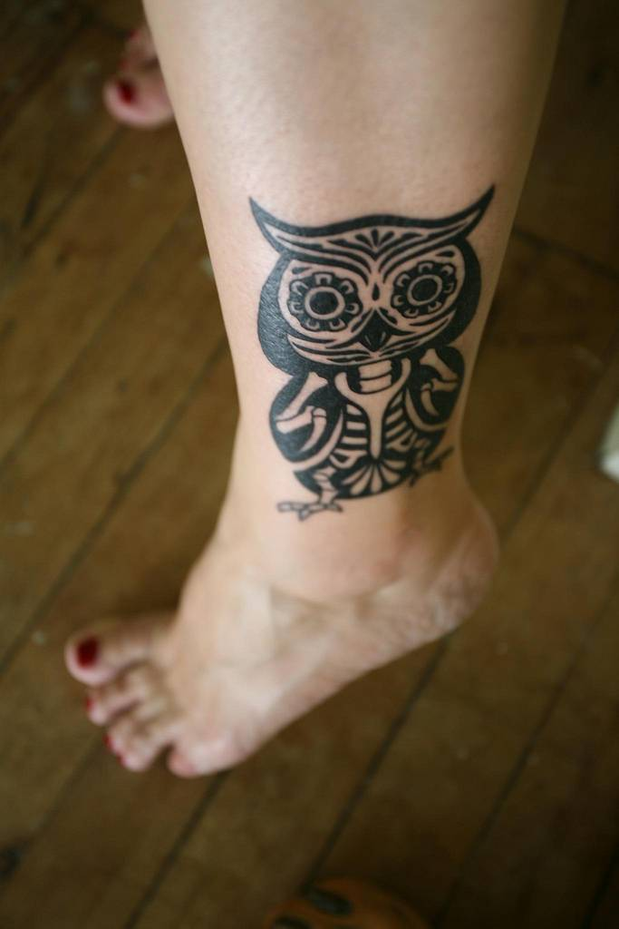 Cool Tribal Tattoo On Leg photo - 2
