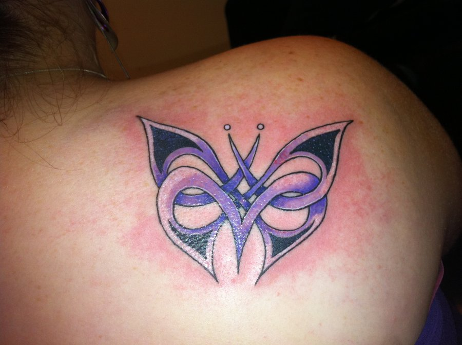 Pretty Blue 3D Butterly Tattoo On Shoulder photo - 3