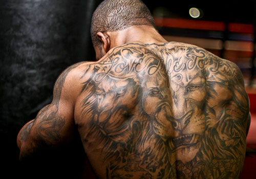 Sitting Fox Tattoo On Back Shoulder For Guys photo - 2