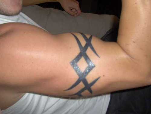 Tribal Armband Tattoo For Guys On Right Biceps photo - 1