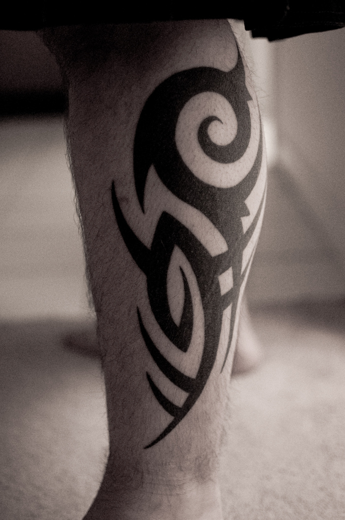 Tribal Kokopelli Tattoo On Leg photo - 3