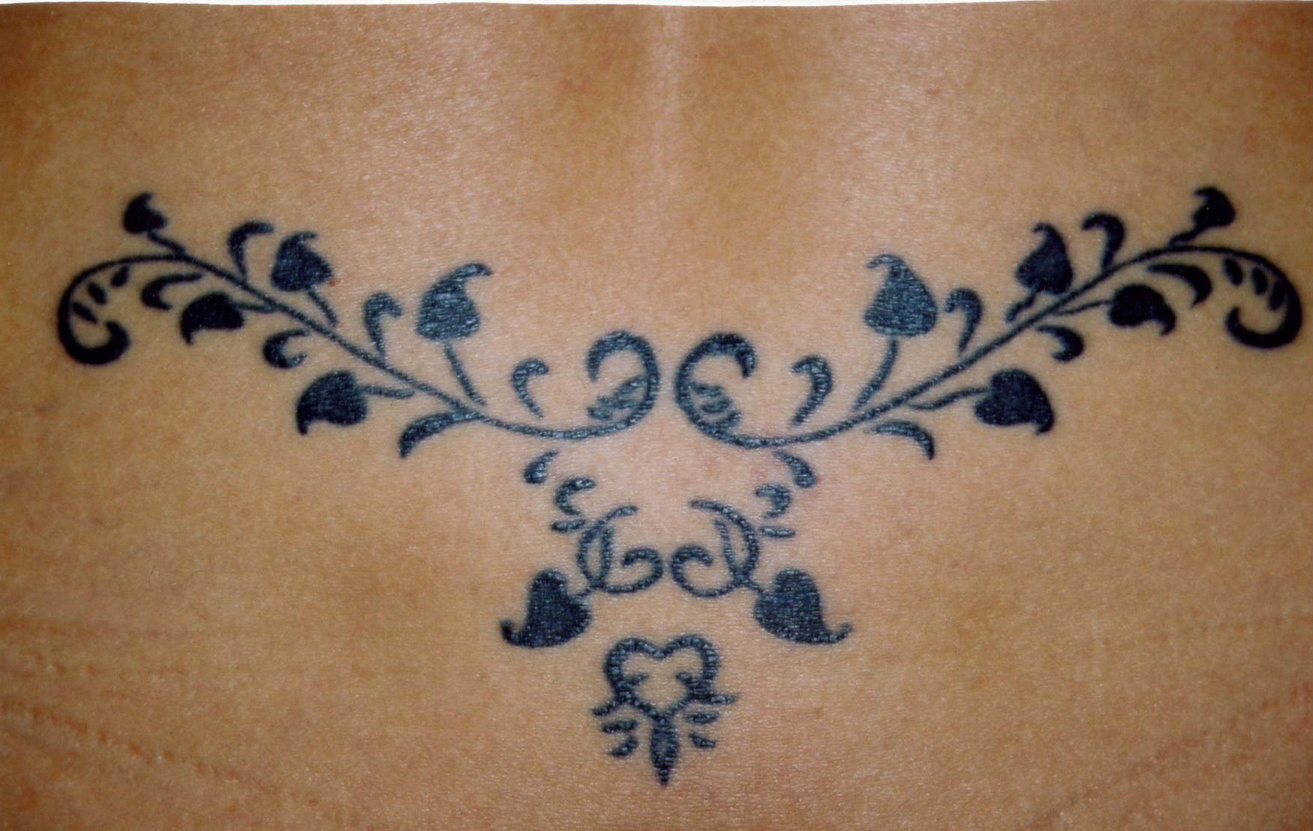 Tribal Wings Tattoos On Upper Back For Girls photo - 3