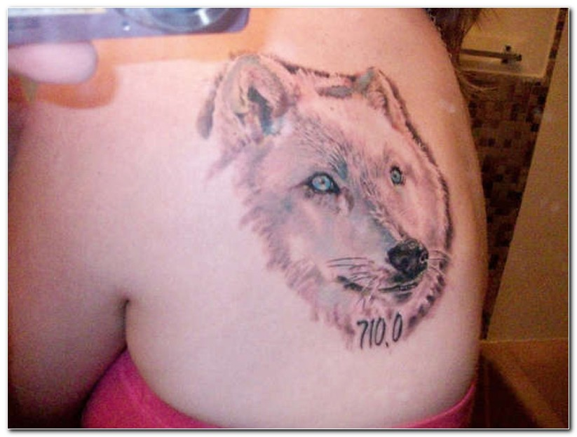 Wolf Howl At The Moon Tattoo On Back Shoulder photo - 1