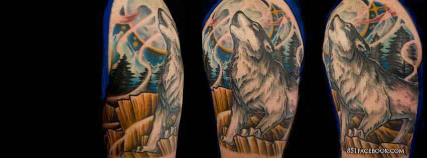 Wolf Howl At The Moon Tattoo On Back Shoulder photo - 2