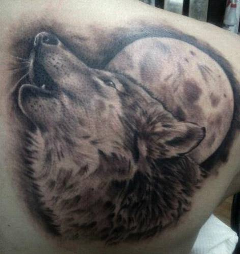 Wolf Howling At The Moon Tattoo On Right Back Shoulder photo - 2